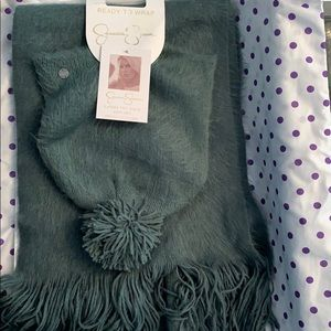 Jessica Simpson hat and scarf set in teal.